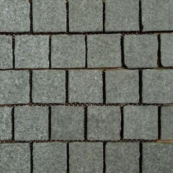 RAVEN BLACK COBBLESTONE PAVERS